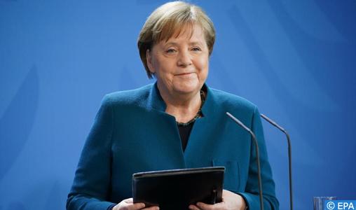 """Angela Merkel """"décide de se placer immédiatement en quarantaine"""" à domicile"""