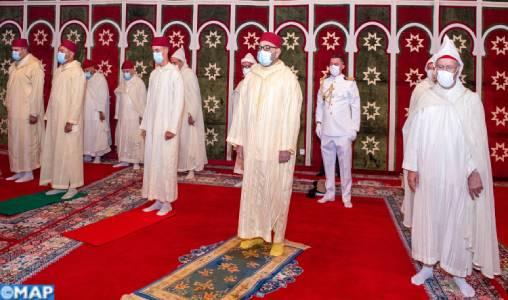 SM le Roi, Amir Al-Mouminine, accomplit la prière de l'Aïd Al-Adha et procède au rituel du sacrifice