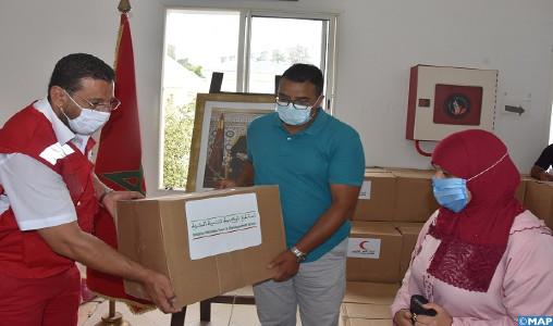 M'diq-Fnideq: le Croissant rouge marocain distribue des aides alimentaires au profit de personnes nécessiteuses