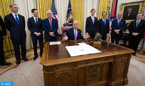 """Trump annonce un accord de paix """"historique"""" entre les Emirats arabes unis et Israël"""