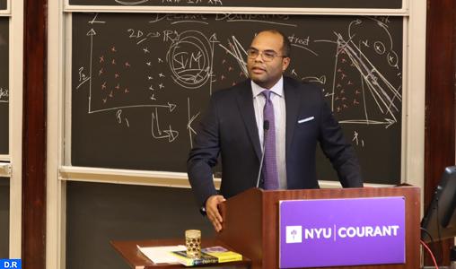 Intelligence artificielle dans l'univers politique: Quatre questions à Anasse Bari de l'Université de New York