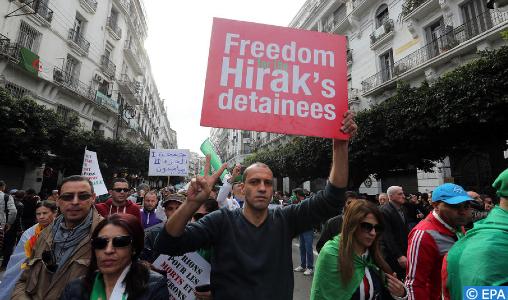 """Les Algériens poursuivent leurs protestations contre """"la corruption et l'injustice"""" (médias espagnols)"""