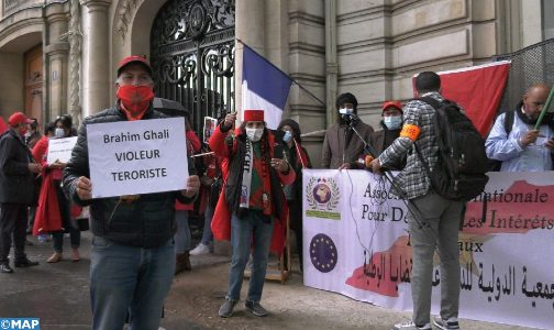 """Ghali Gate"": Sit-in de protestation à Paris du tissu associatif marocain en France"