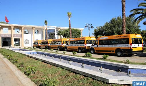 INDH: Remise de 35 bus scolaires au profit des communes de la province d'Al Hoceima