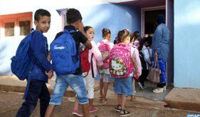Ambiance de la rentrée scolaire dans une école primaire à Moulay Yaacoub, mardi (12/09/17). Au niveau national, quelque 7,870 millions élèves ont été inscrits, dont 4.322.482 au cycle primaire, 1.722.949 au secondaire collégial, 1.026.296 au secondaire qualifiant, et 805.201 élèves au préscolaire...